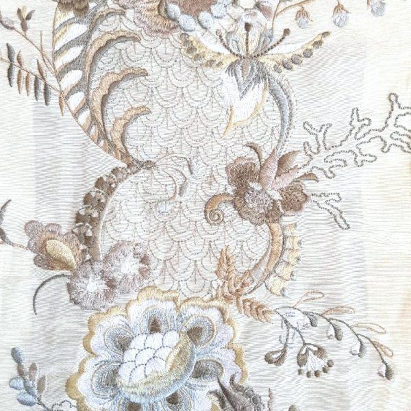 Exubérance beige ivoire